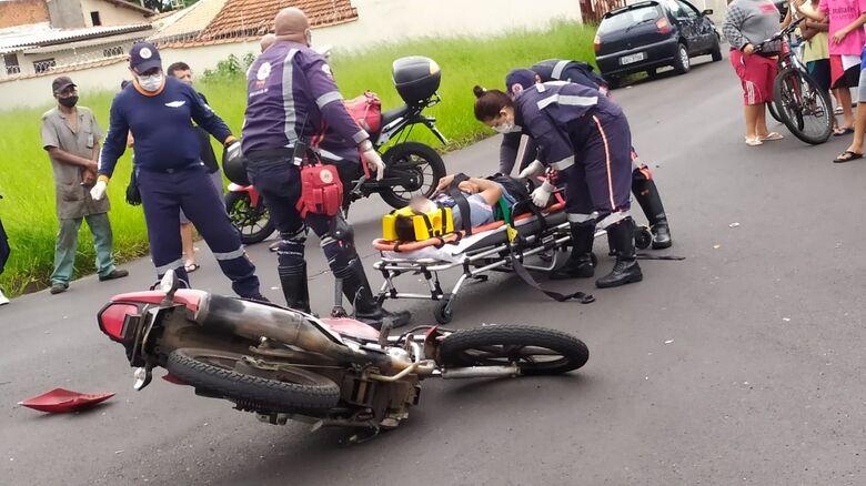 Acidente deixou motociclista de 41 anos ferido - Crédito: Maycon Maximino