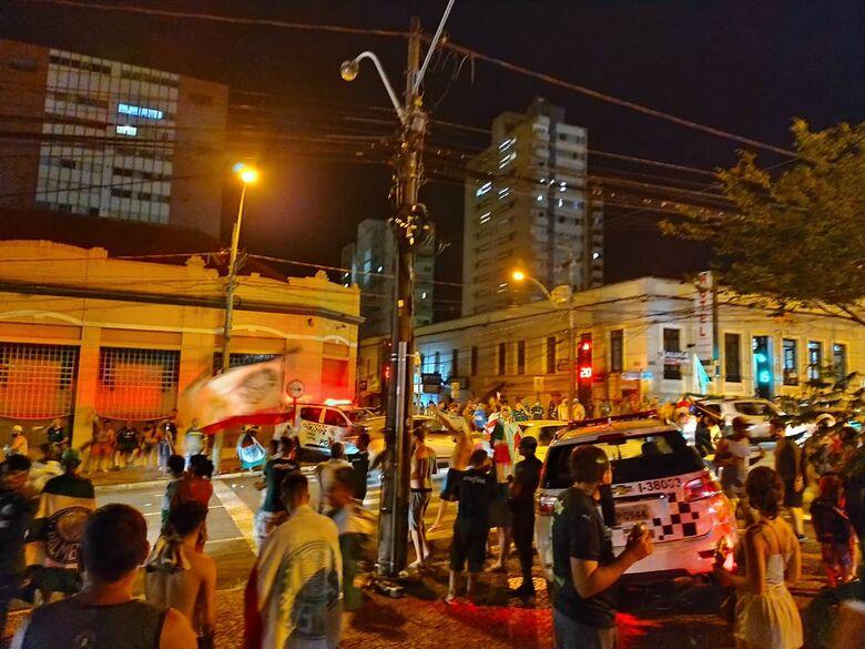 Torcedores comemoram o título da Libertadores em São Carlos - Crédito: Maicon Ernesto