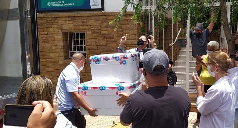 Doses da vacina chegam em São Carlos - Crédito: Maycon Maximino