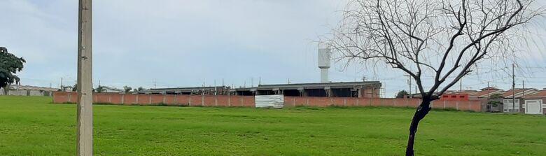 Construção de nova creche no Antonio Moreira em Ibaté está acelerada -