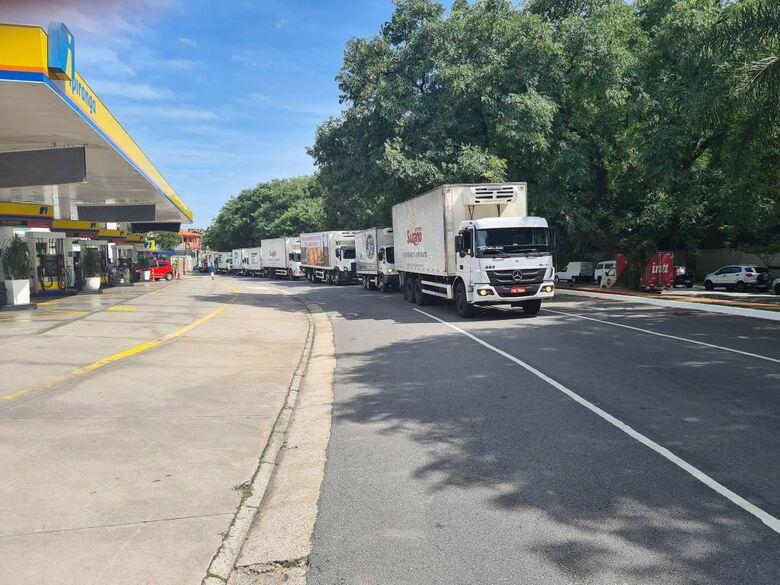 Protesto caminhoneiros realizado na manhã desta quarta (27) - Crédito: Foto: Reprodução Twitter @ALEGZAHRA38