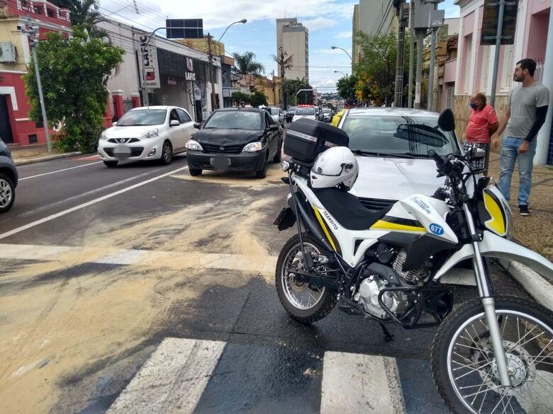 Engavetamento complica o trânsito no centro de São Carlos - Crédito: Divulgação