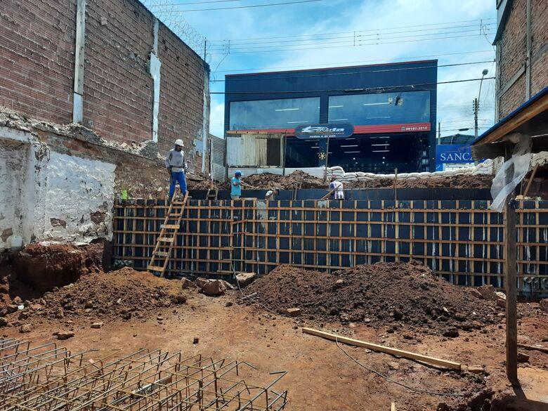 Departamento de Fiscalização apresenta nova notificação ao proprietário do terreno do Lagoa Serena - Crédito: Divulgação