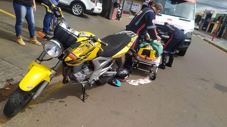 Colisão traseira manda motociclista para a Santa Casa - Crédito: Maycon Maximino