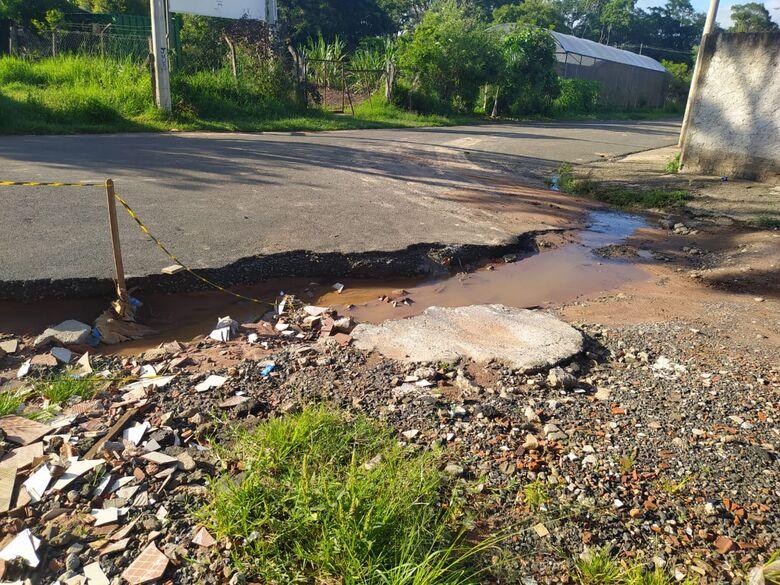 Crateras se abrem em ruas no Cidade Aracy 2 - Crédito: Divulgação
