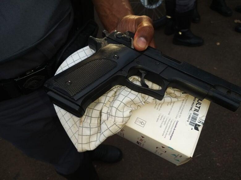 Adolescente é detido com simulacro de pistola após assaltar mulher no Itamaraty - Crédito: Divulgação