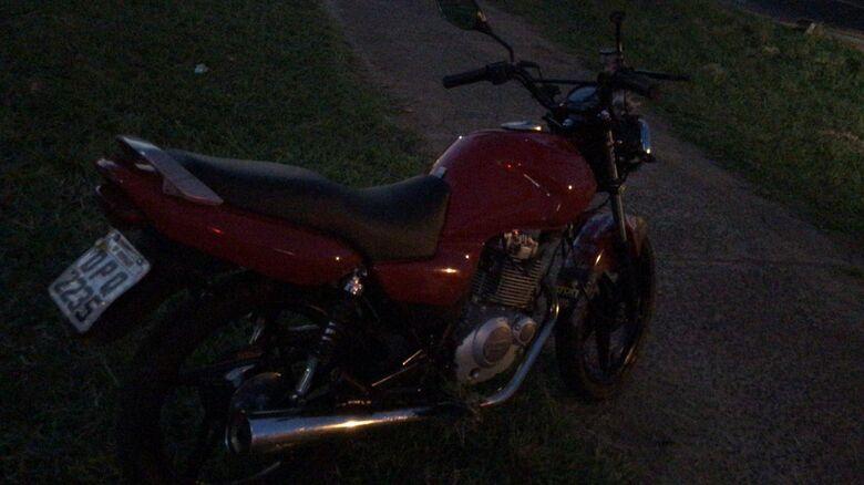 Motociclista sem CNH é detido após fugir da polícia -