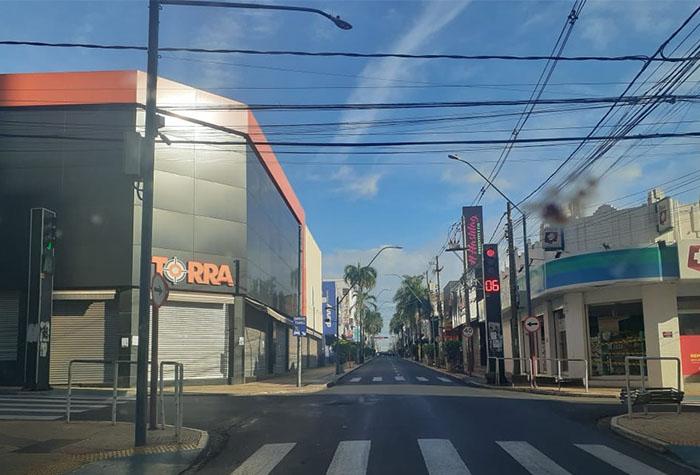 Rua do Centro de Araraquara vazia durante o lockdown - Crédito: RCIA