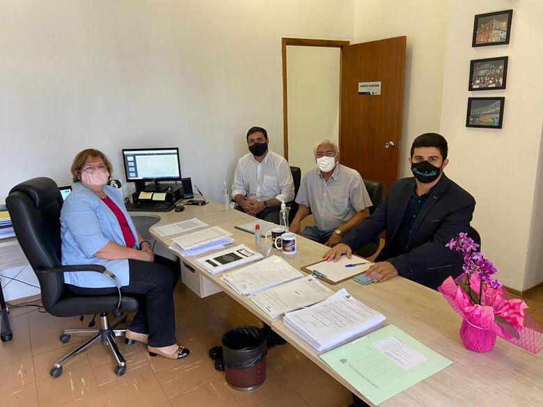 Vereadores da Comissão de Educação da Câmara em reunião com a secretária Wanda Hoffmann - Crédito: Divulgação