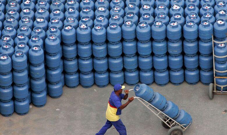 Bolsonaro diz que impostos federais sobre gás e diesel serão zerados - Crédito: Agência Brasil