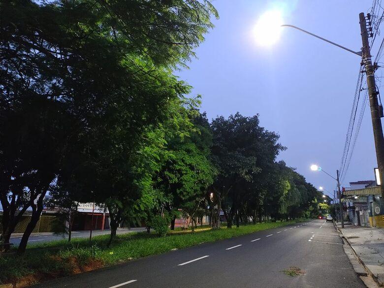 Avenida Henrique Gregória já conta com a nova iluminação - Crédito: Maicon Ernesto