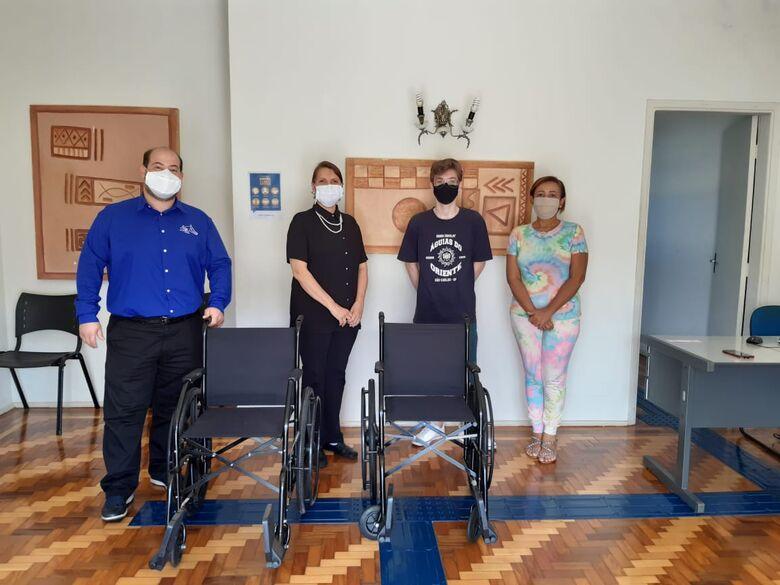 Secretaria Municipal da Pessoa com Deficiência e Mobilidade Reduzida recebem doação de cadeiras de rodas -