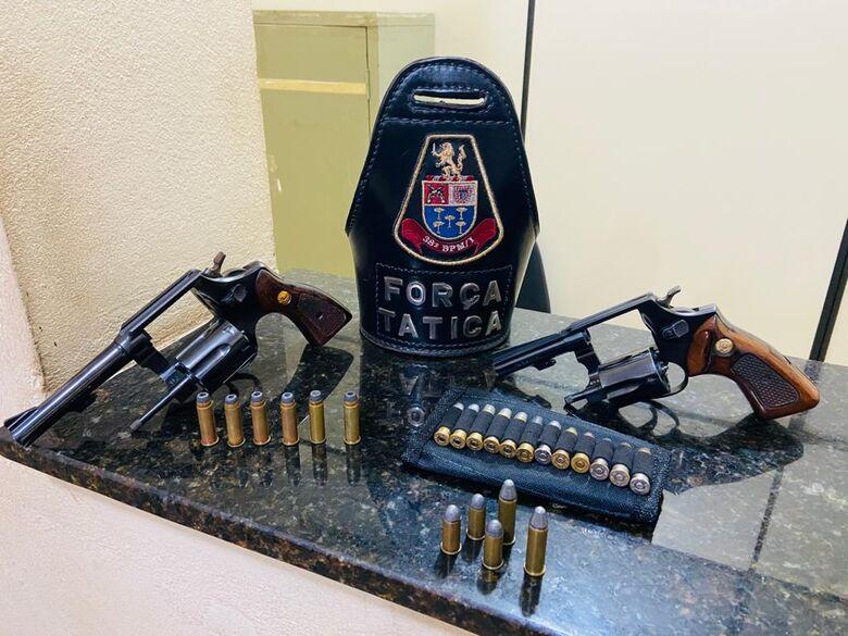 Dupla é detida por porte ilegal de arma de fogo em Ibaté -