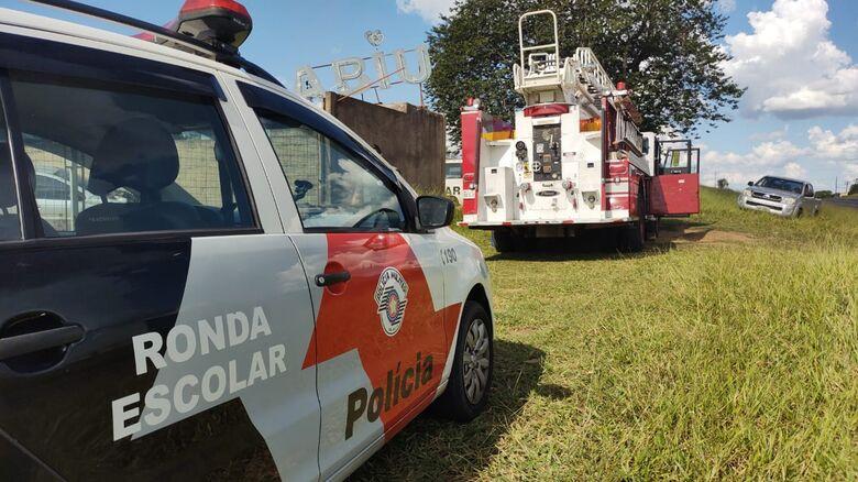 Carro estavam em uma área particular às margens da SP-215 - Crédito: Maicon Ernesto