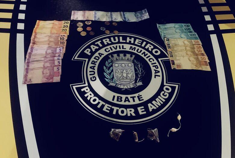 GM prende homem com drogas e dinheiro em Ibaté -