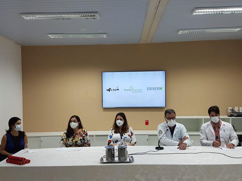 Representantes da Reitoria e do Hospital Universitário durante a cerimônia - Crédito: HU-UFSCar/Ebserh