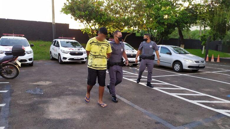 Acusado foi conduzido ao plantão policial - Crédito: Maycon Maximino