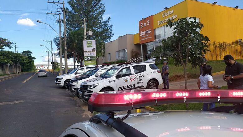 Bandido é baleado e morto em confronto com a PM na Vila Nery - Crédito: Maycon Maximino
