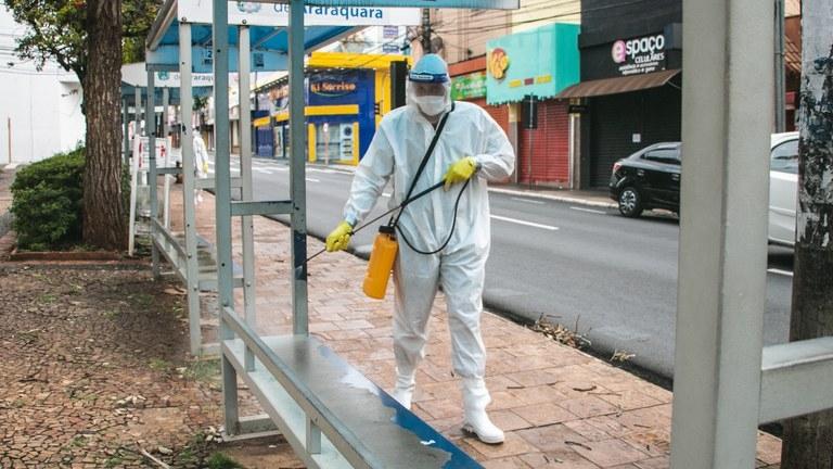Sanitização de locais públicos por equipes do Exército - Crédito: divulgação