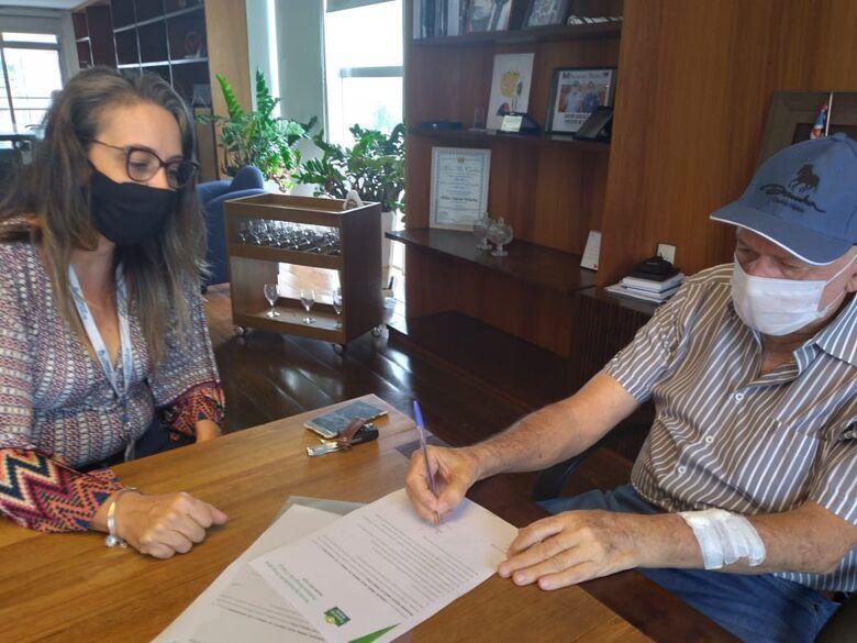 """""""Os objetivos centrais do programa são mobilizar, valorizar e assessorar tecnicamente os prefeitos"""", disse Ana Beatriz após reunião com Garcia - Crédito: Divulgação"""
