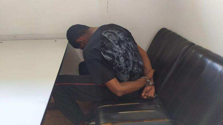 Acusado de tráfico foi preso pela PM. A droga ficou com apreendida na Dise - Crédito: Maycon Maximino