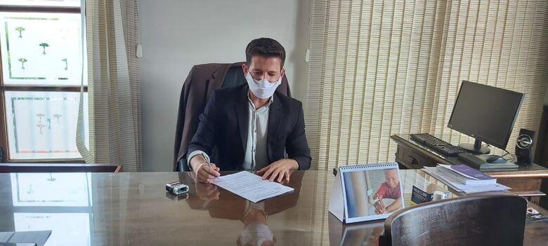 Elton durante sessão na Câmara Municipal - Crédito: Divulgação