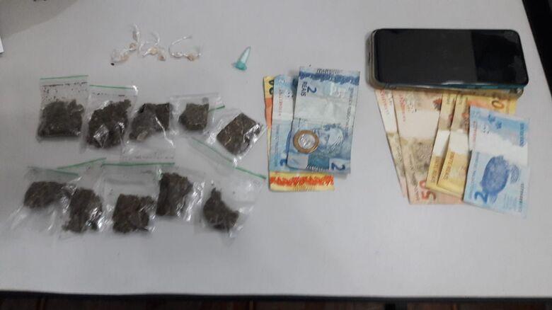 A droga que estava em poder do infrator de 17 anos - Crédito: Maycon Maximino