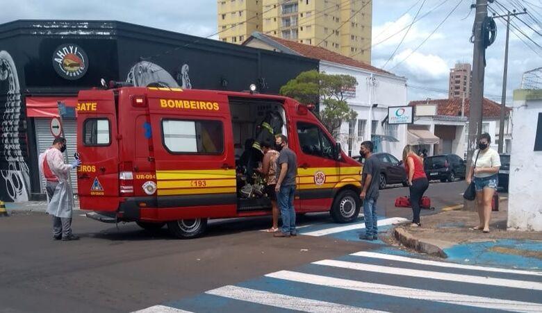 Motociclista sofreu escoriações e foi socorrido à Santa Casa - Crédito: Maycon Maximino