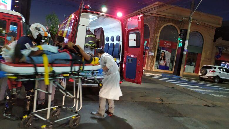 Pedestre sofre fraturas após ser atropelado no Centro - Crédito: Maycon Maximino