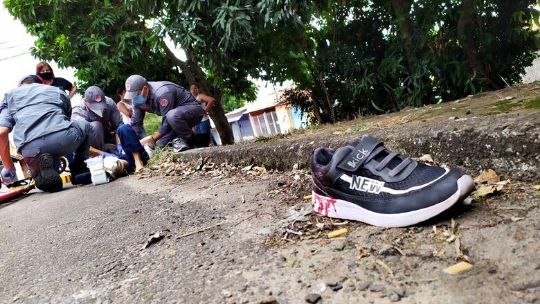 Criança é socorrida pelo Corpo de Bombeiros - Crédito: Maycon Maximino