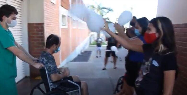 Paciente que comoveu o país recebe alta da Santa Casa de São Carlos - Crédito: arquivo pessoal