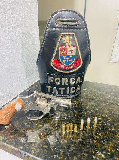 Após perseguição, Força Tática prende homem por porte ilegal de arma - Crédito: Colaborador SCA