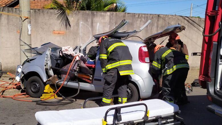 Uno foi serrado ao meio para o resgate à vítima do acidente - Crédito: Maycon Maximino