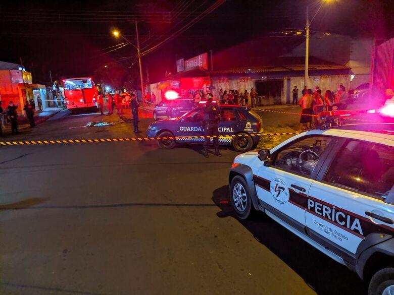 Foto mostra movimentação no local logo após a tragédia - Crédito: Maycon Maximino