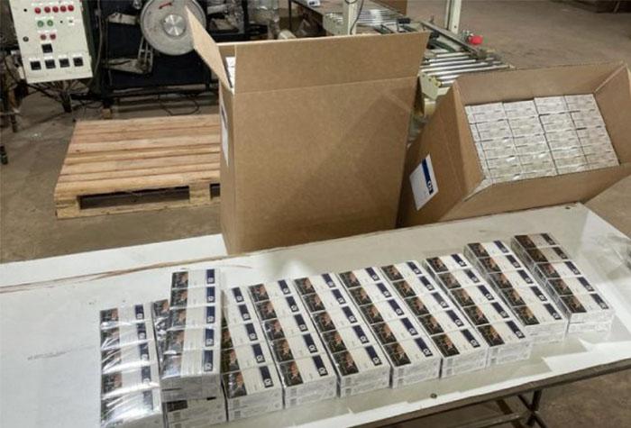 Parte da produção de cigarros clandestinos apreendidos pelo DEIC - Crédito: divulgação