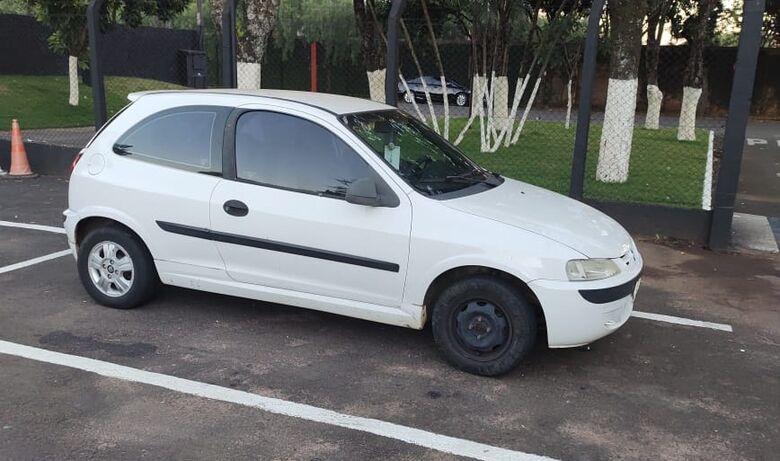 GM Celta que foi furtado pela dupla - Crédito: Divulgação/Guarda Municipal