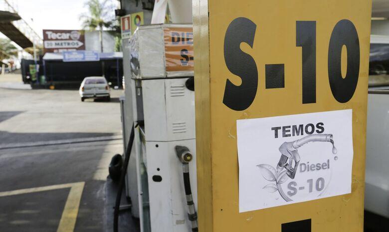 Petrobras reduz preço do diesel nas refinarias em R$ 0,08 - Crédito: Agência Brasil