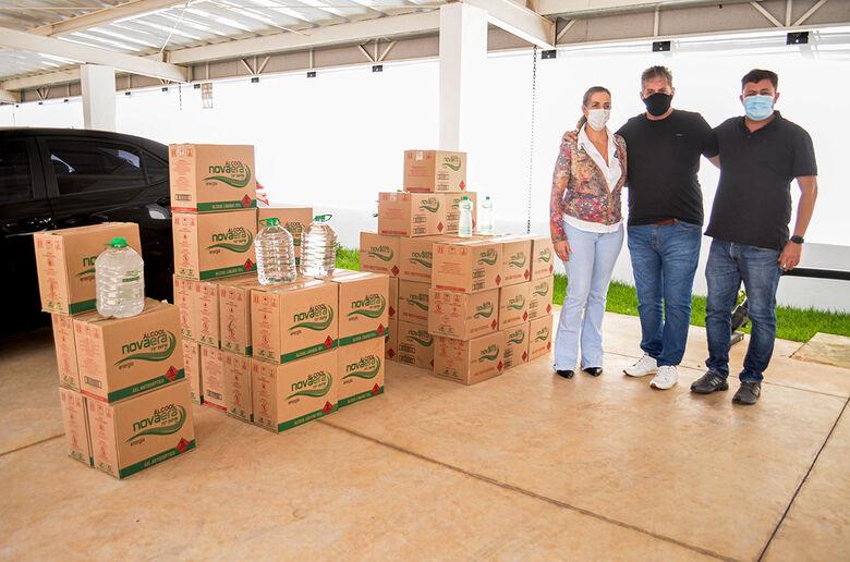 Esta foi a segunda vez que a Nova Era fez uma doação para a cidade. No ano passado, a empresa doou 300 litros de álcool etílico - Crédito: Divulgação