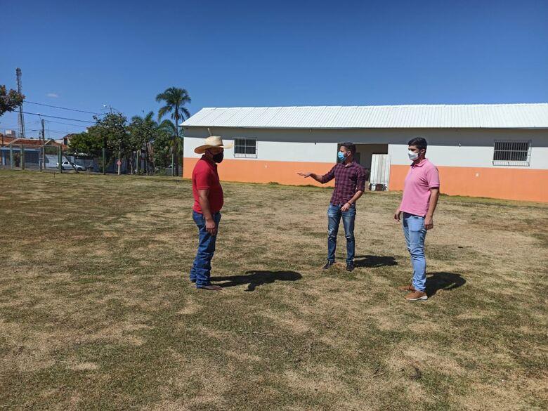 Vereadores questionam gastos para construção de campo de futebol no São Carlos III - Crédito: divulgação