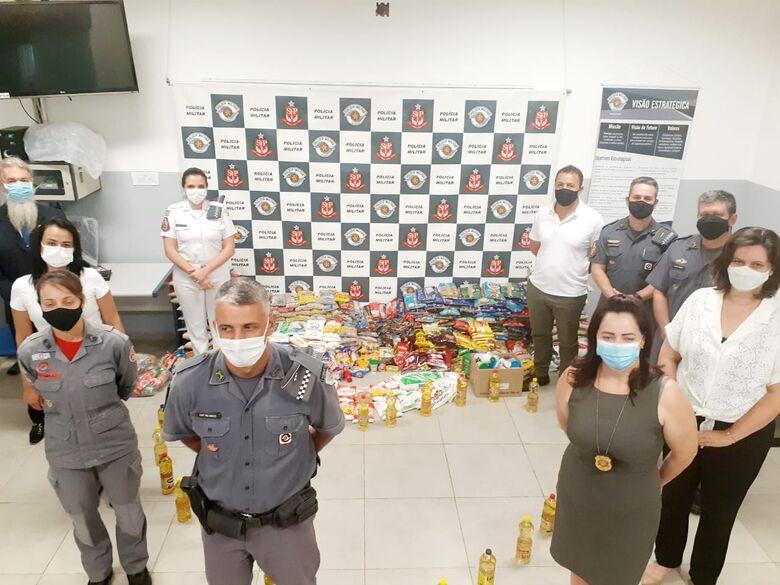 """Polícia Militar repassa alimentos para a campanha """"Vacina contra a fome"""" - Crédito: divulgação"""
