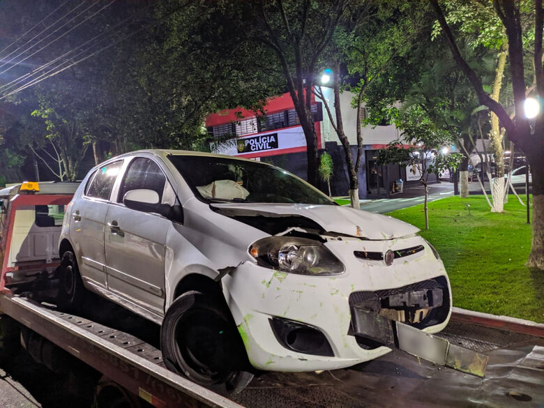 Carro onde estava o motorista acusado de embriaguez ficou destruído - Crédito: Maycon Maximino