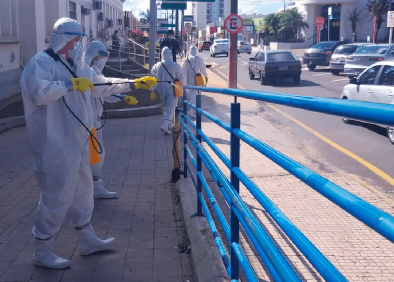 Exército realiza desinfecção nos arredores da Santa Casa - Crédito: divulgação