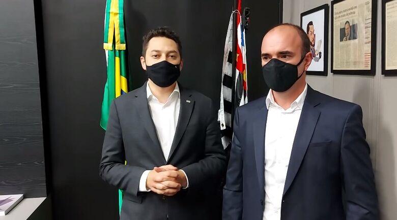 Vinholi e Donato durante o anúncio da coordenadoria do Programa Cidades Inteligentes: São Carlos será a sede - Crédito: Divulgação