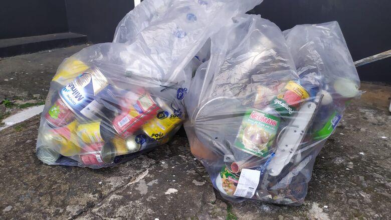 Ladrão chegou a se apoderar de dois sacos de materiais recicláveis - Crédito: Maycon Maximino