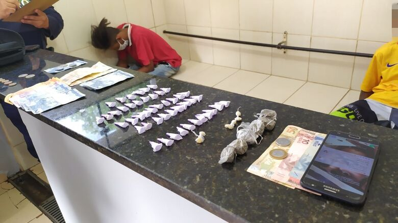 A droga que estava em poder do acusado de tráfico - Crédito: Maycon Maximino