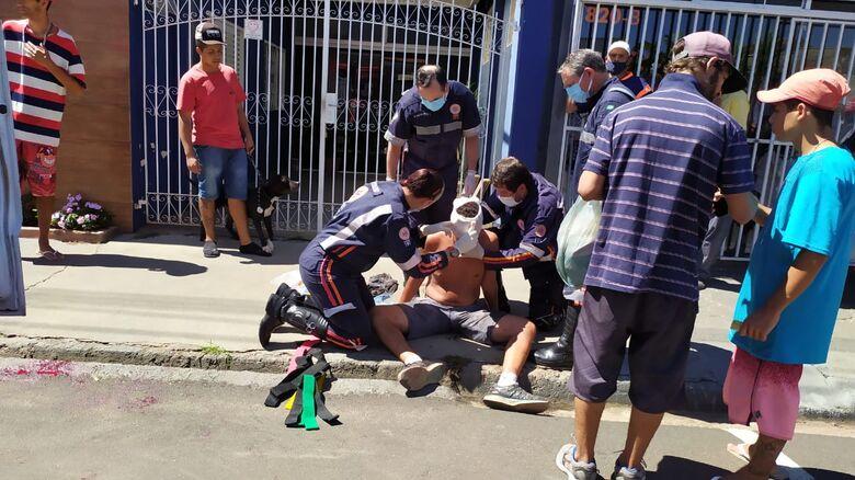 Vítima foi socorrida pelos socorristas da USA com trauma na cabeça - Crédito: Maycon Maximino