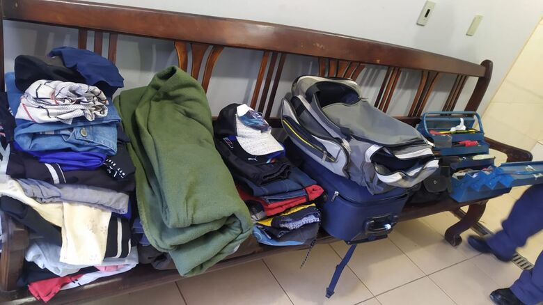 Parte dos produtos de origem suspeita que estavam no interior da moradia - Crédito: Maycon Maximino