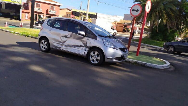Honda Fit foi atingido em sua lateral - Crédito: Maycon Maximino