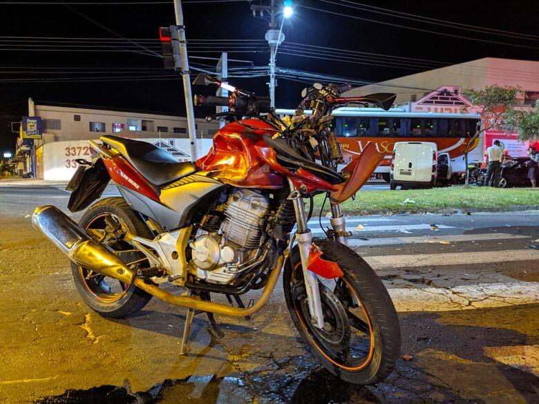 Moto ficou destruída com a força do impacto - Crédito: Maycon Maximino