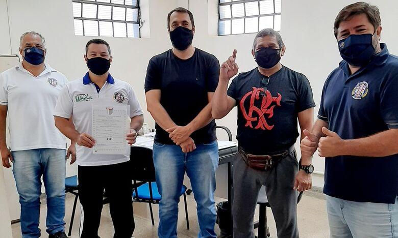 Integrantes do time de karatê e do Grêmio: profissionalização da modalidade - Crédito: Marcos Escrivani